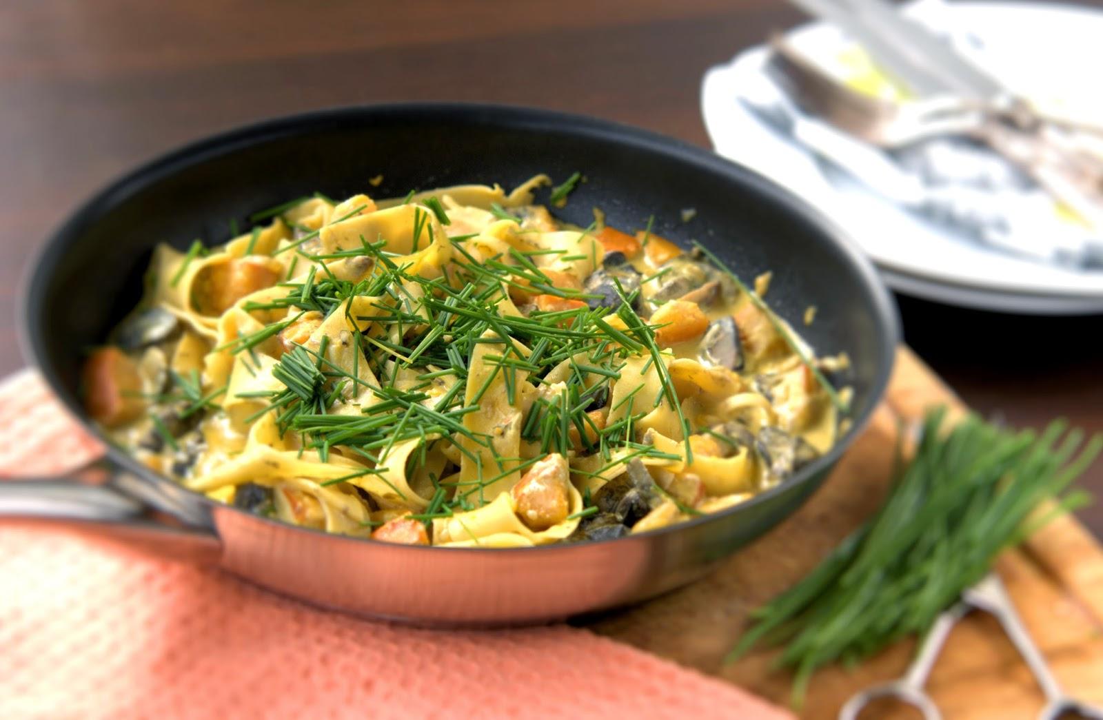 Pappardelle z leśnymi grzybami i dynią w sosie serowo-tymiankowym