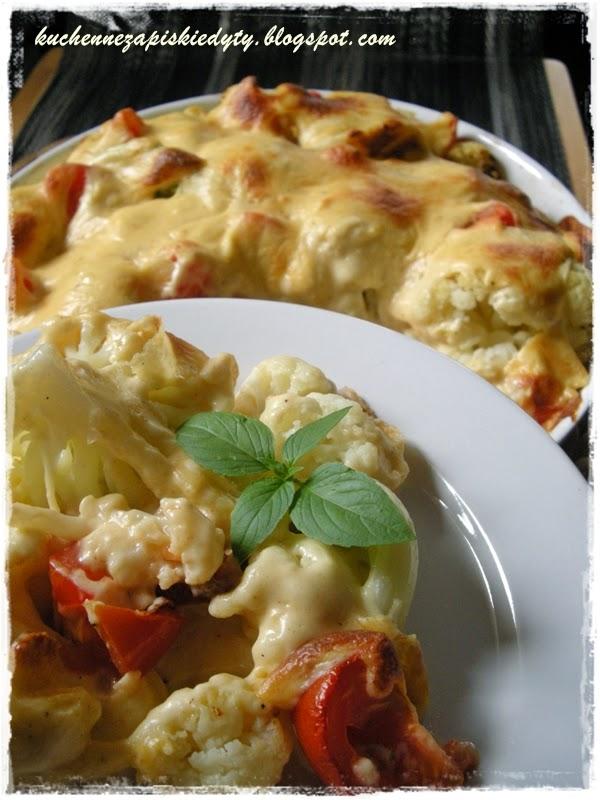 Kalafior zapiekany pod serowym sosem