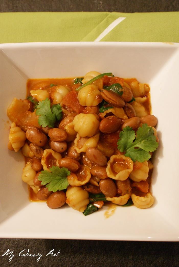 Pasta e fagioli – makaron z fasolą ze świeżym szpinakiem w pomidorach