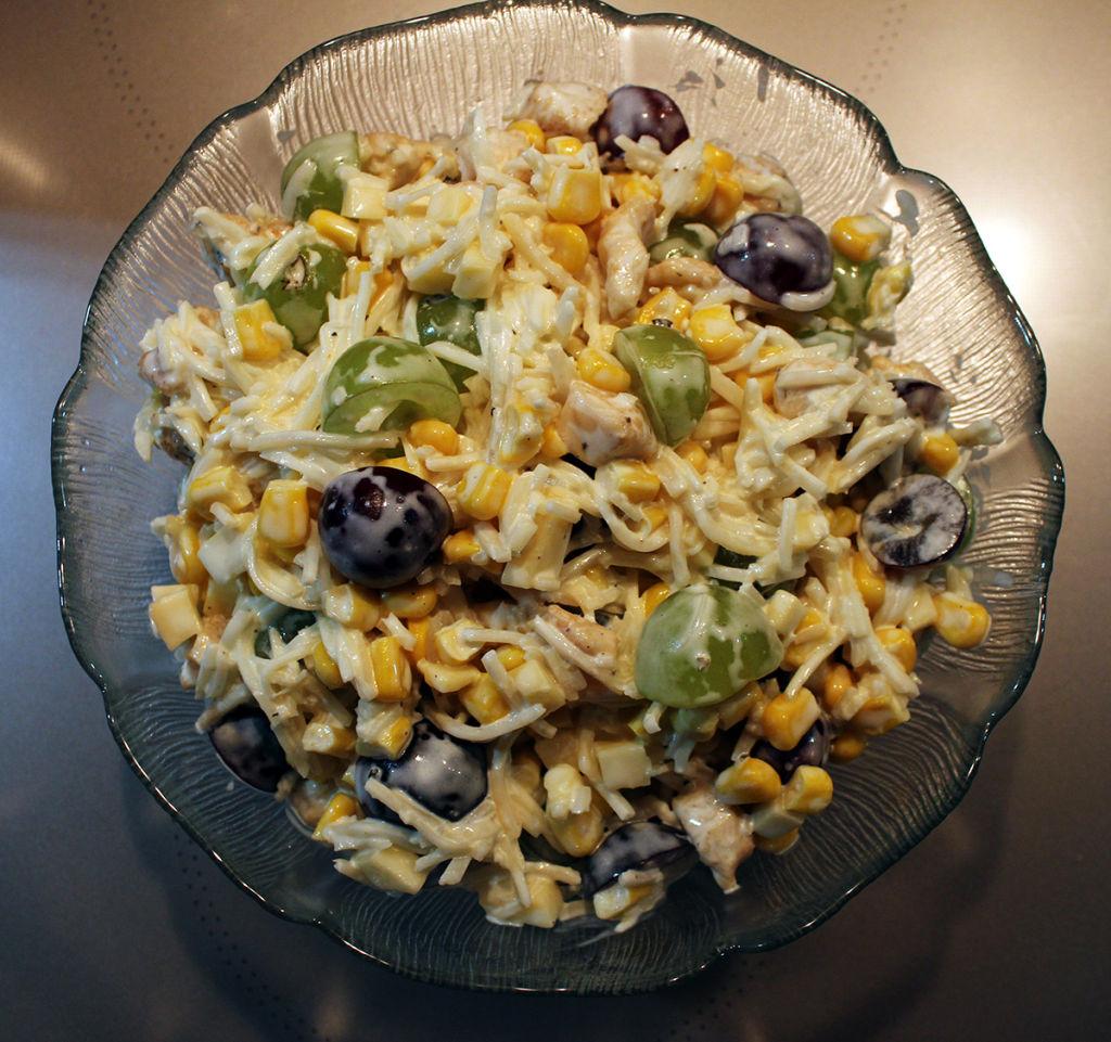 Sałatka z selerem, kurczakiem i winogronami