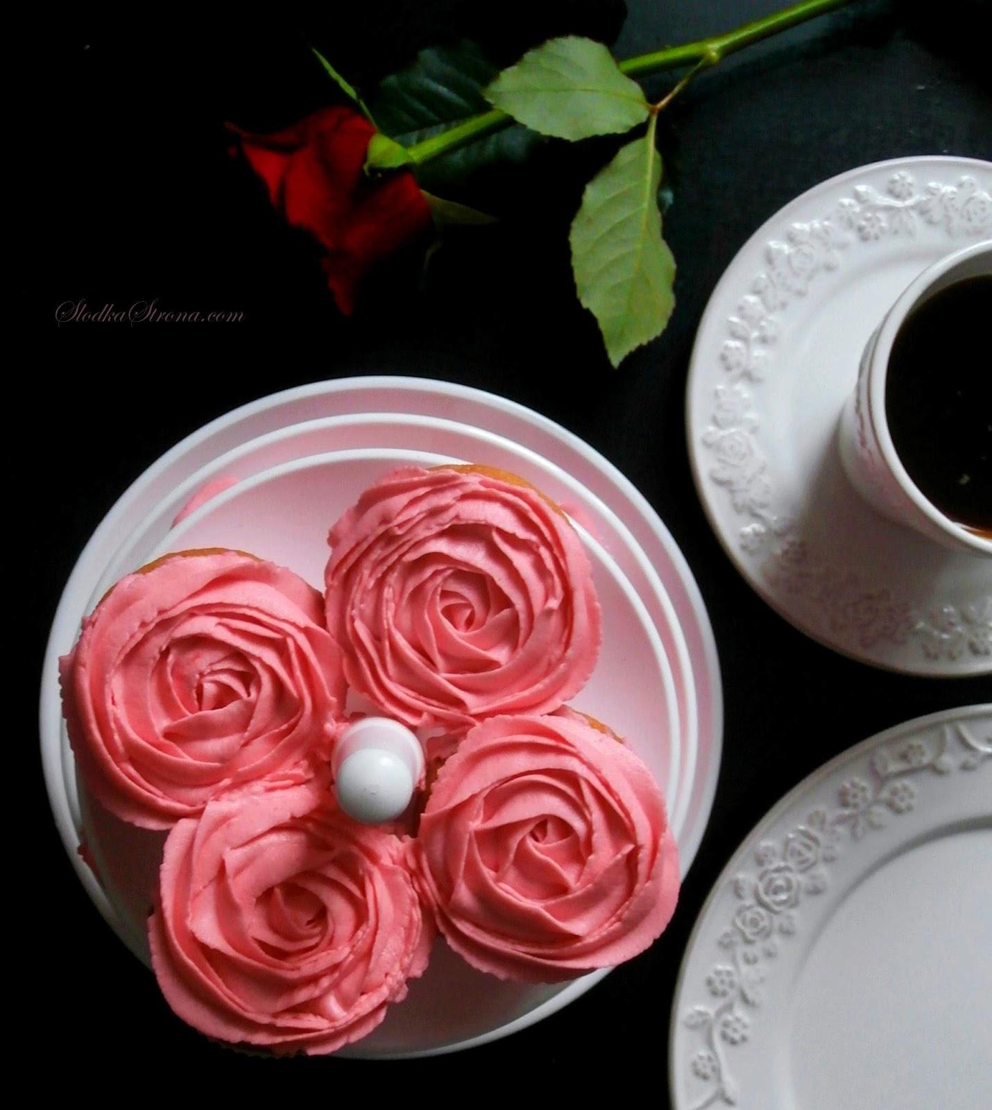 Babeczki – Różyczki z Aksamitnym, Delikatnym Kremem z Mascarpone
