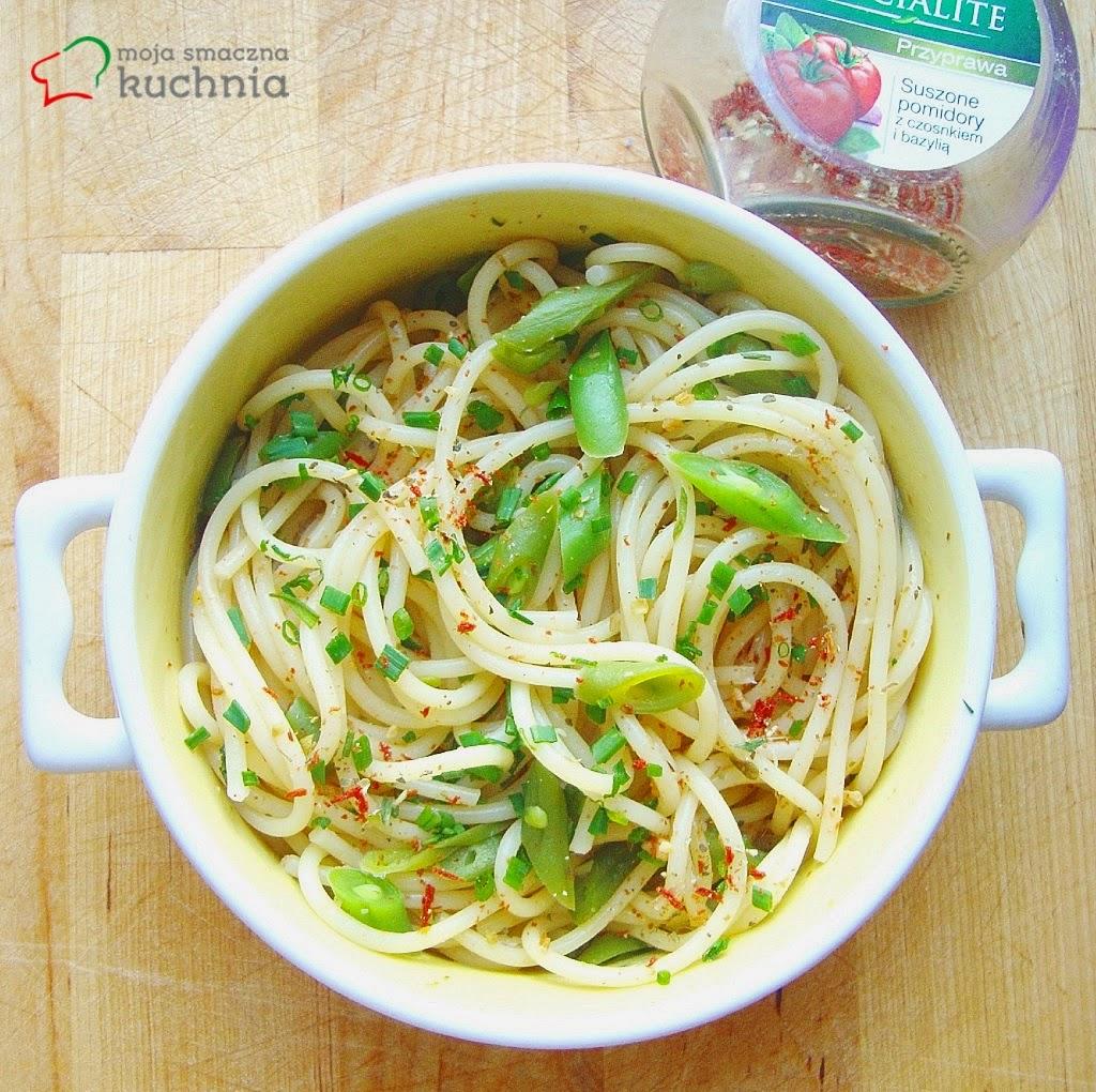 Spaghetti z fasolką i szczypiorkiem