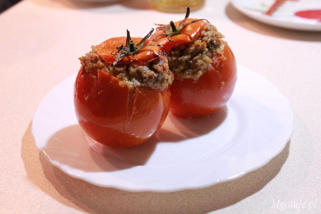 Pomidory faszerowane kaszą gryczaną z boczkiem i twarogiem
