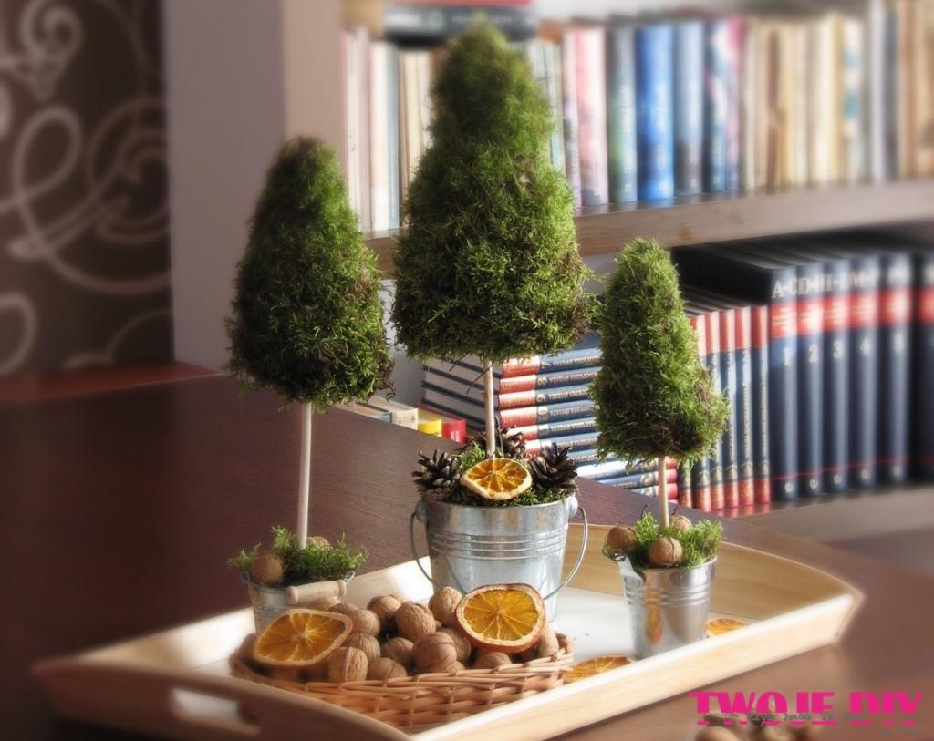 Świąteczne dekoracyjne stożki z mchu