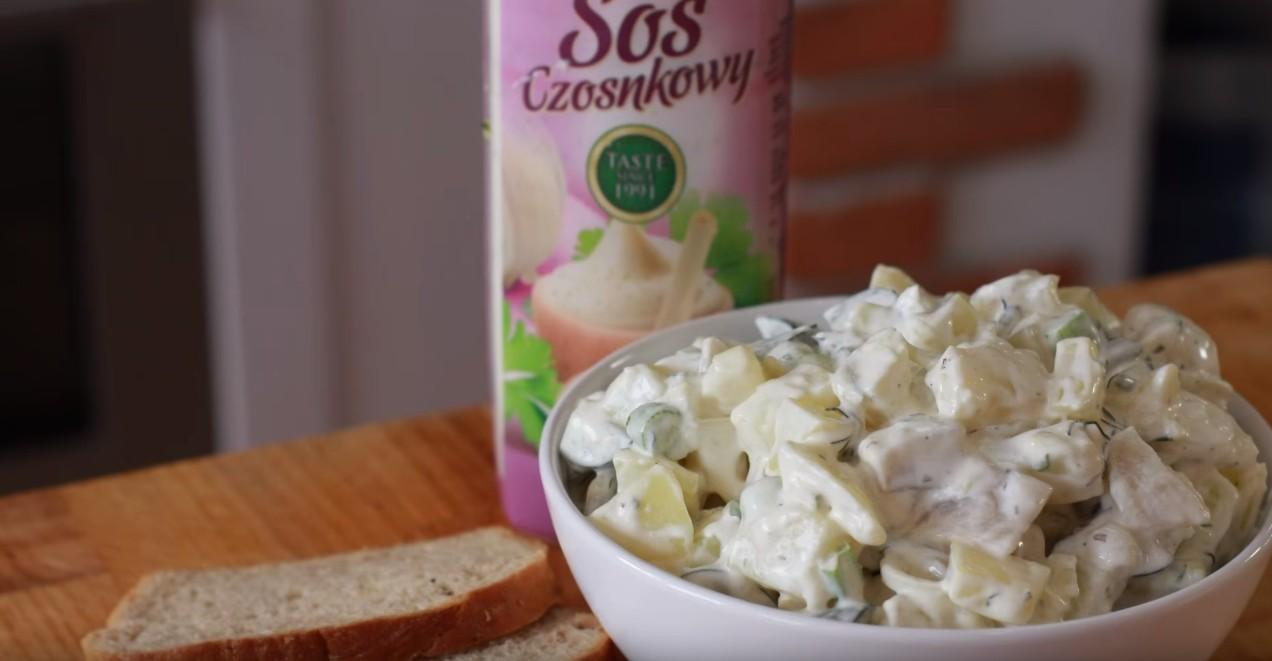 Domowy przepis na sałatkę ziemniaczaną w letniej odsłonie