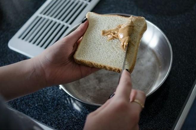 Tost jakiego nigdy nie jedliście – wypróbuj na śniadanie!