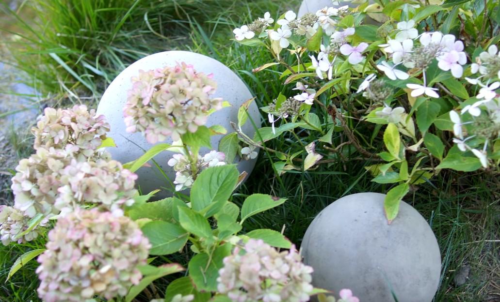 Jak zrobić cementowe kule do dekoracji ogrodu