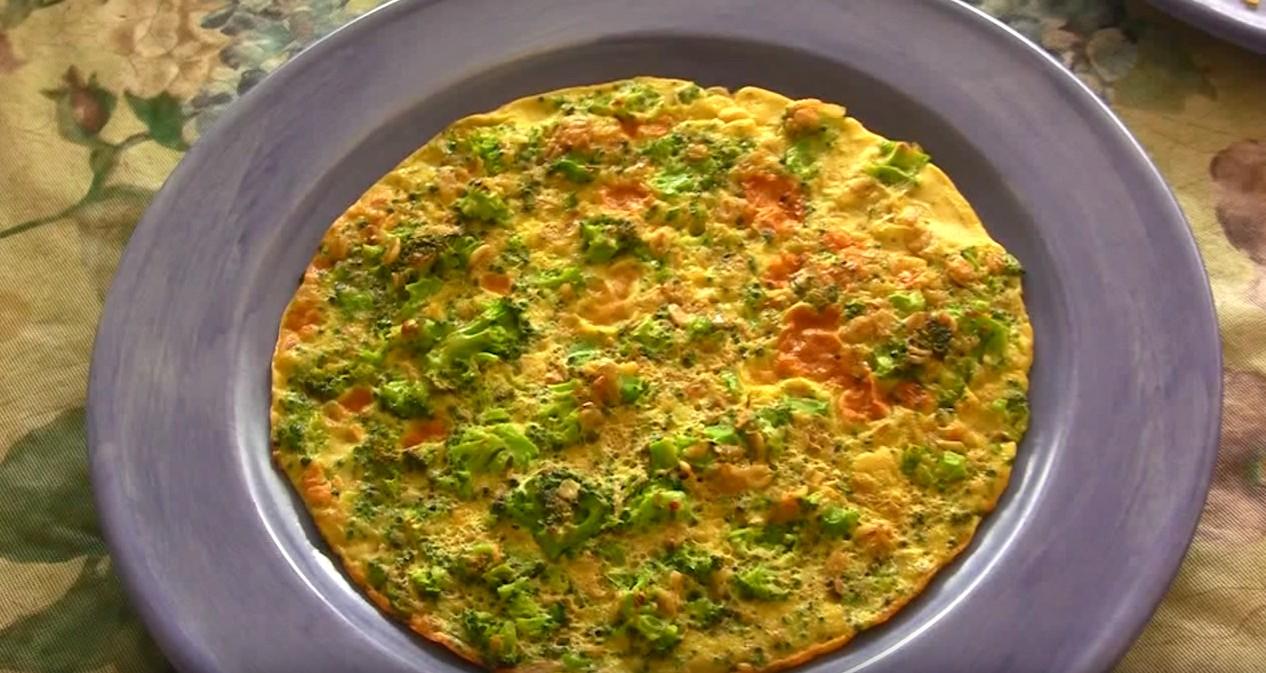 Dietetyczny omlet z brokułami na śniadanie