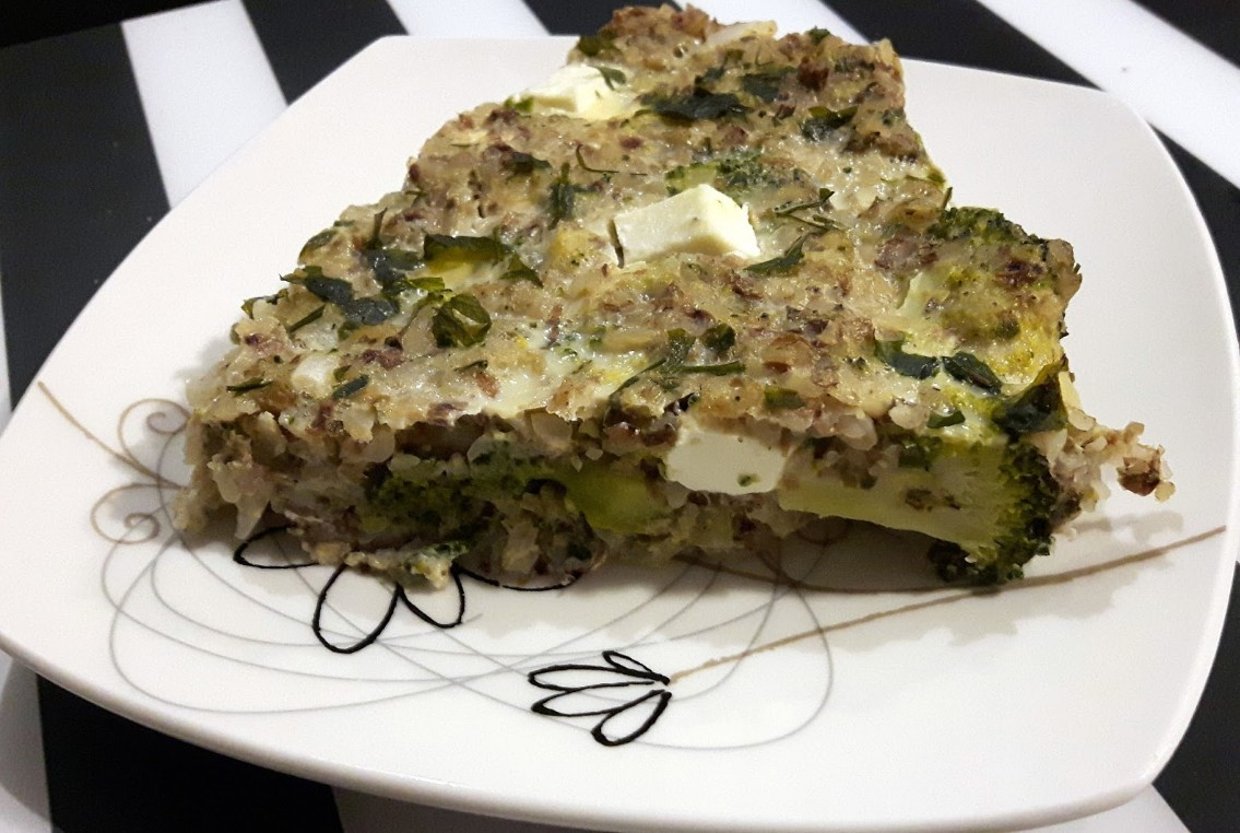 Zapiekanka gryczana z brokułami i fetą