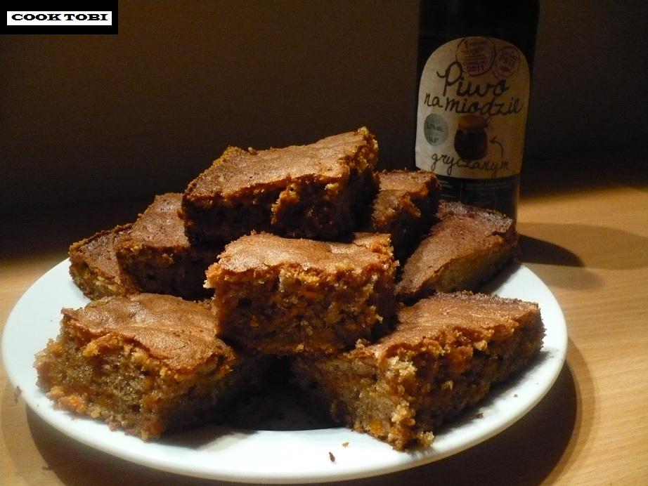 Szybkie ciasto marchewkowe z gryczanym piwem