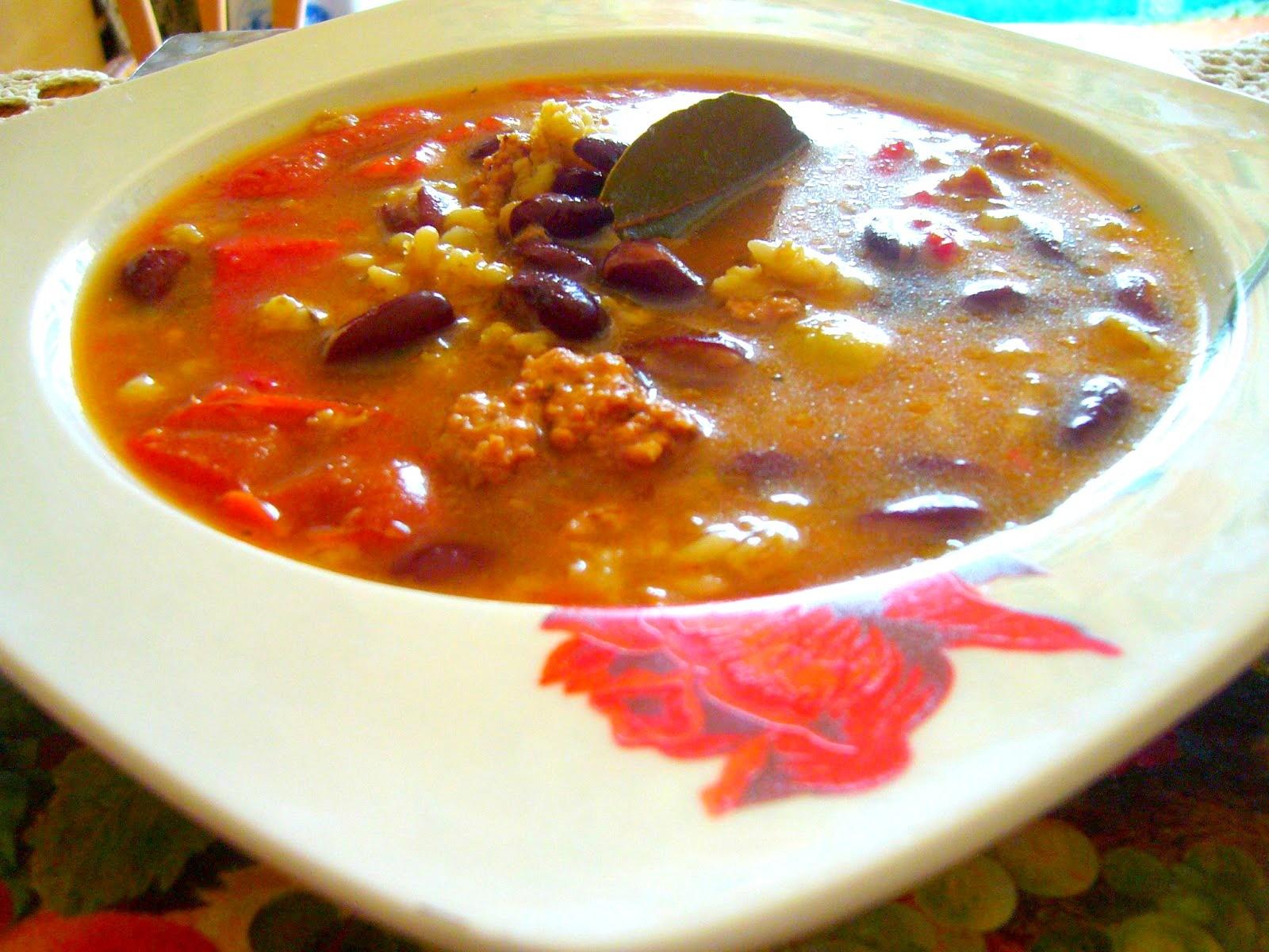 Potrawka z fasoli z kuskus i mięsem mielonym