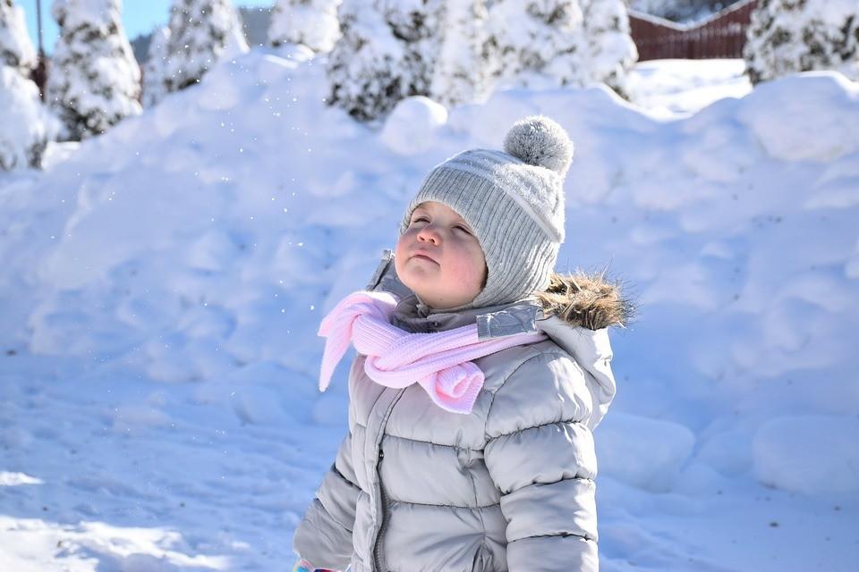 Jak z głową hartować dziecko na zimę?