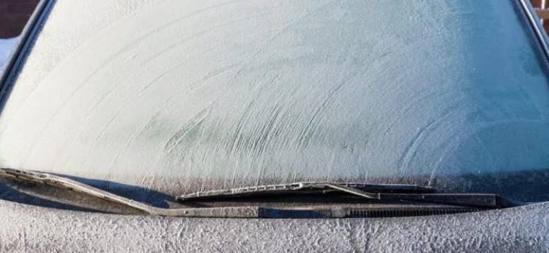 3 triki, dzięki którym szybko przygotujesz samochód do jazdy podczas zimy