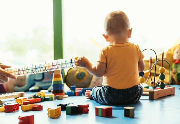 Rozwój emocjonalny dziecka do 2. roku życia – na co zwrócić uwagę?