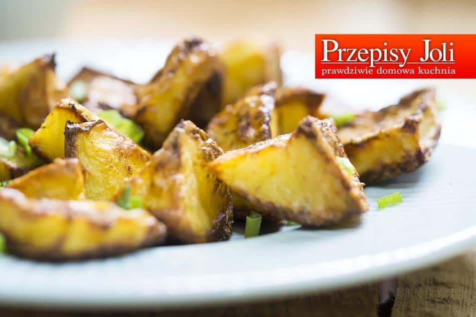 Nie masz pomysłu na obiad? Może aromatyczne, pyszne, chrupiące pieczone ziemniaczki?