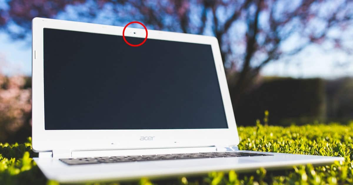 Jeśli masz laptopa to zaklej w nim kamerę!