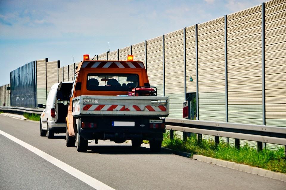 5 rzeczy, które zawsze warto mieć w samochodzie. Nie raz mogą Ci uratować życie!