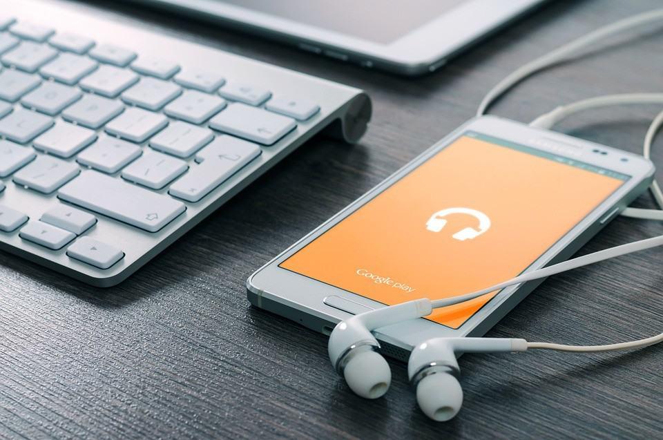 Masz telefon z Androidem? Zobacz jak Google Cię podsłuchuje!