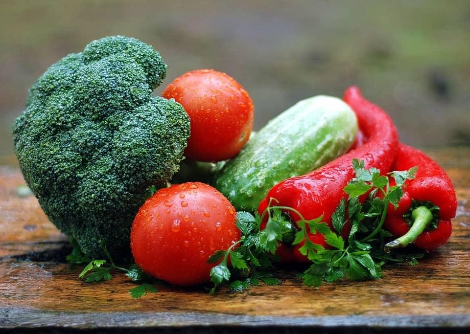 11 genialnych trików, które pozwolą Ci zachować w świeżości warzywa i owoce przez dłuższy czas