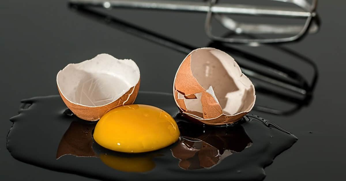 Jak ugotować na twardo pęknięte jajko
