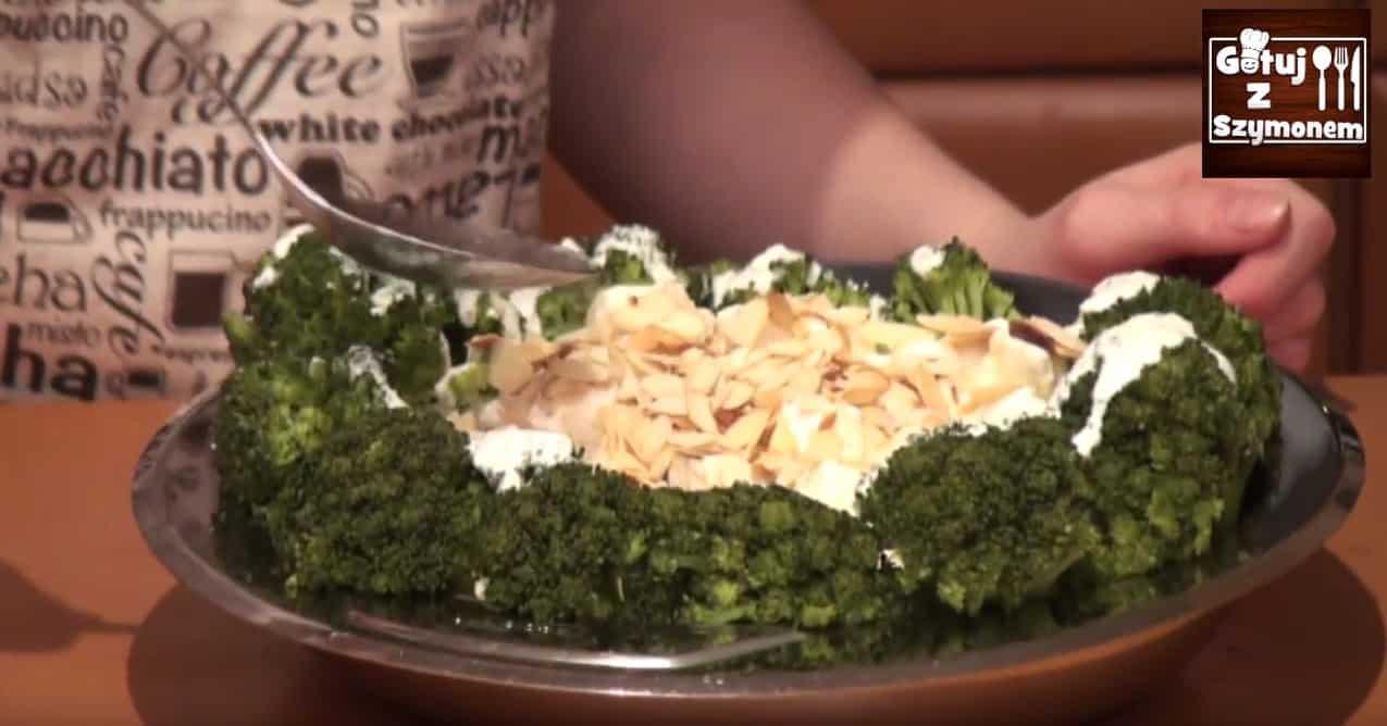 Pyszna sałatka z brokułów, którą polubi każdy