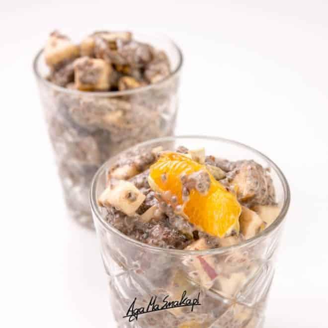 Pyszna, szybka i zdrowa sałatka owocowa z puddingiem chia