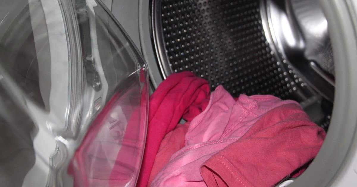 Prosty sposób na usunięcie brzydkiego zapachu z pralki