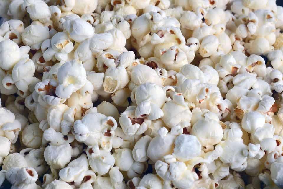 DomPelenPomyslow.pl Dlaczego nie wszystkie ziarna kukurydzy pękają podczas robienia popcornu?