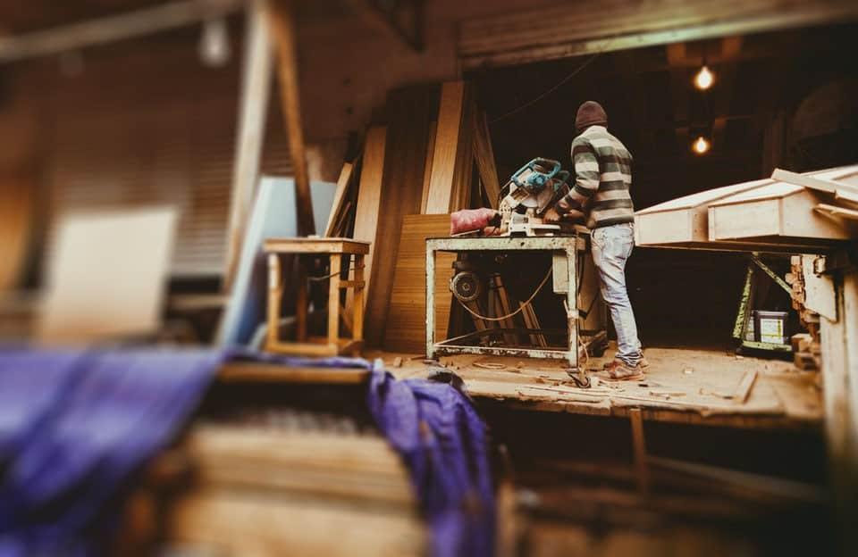 Synonim klasy, luksusu i naturalności – meble z drewna teakowego