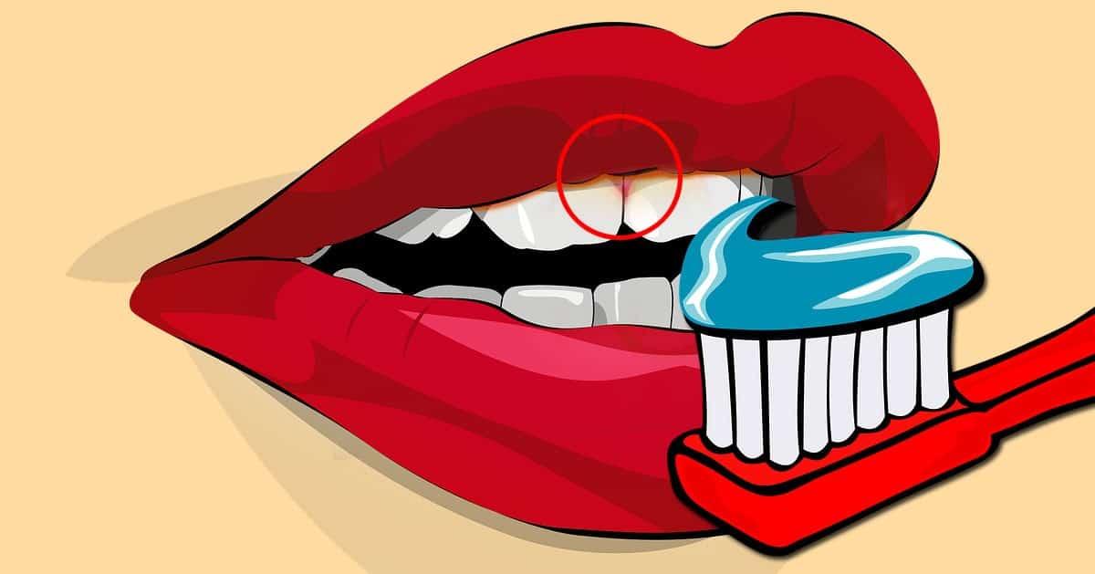 Używacie pasty z fluorem do mycia zębów? Powinniście przestać!