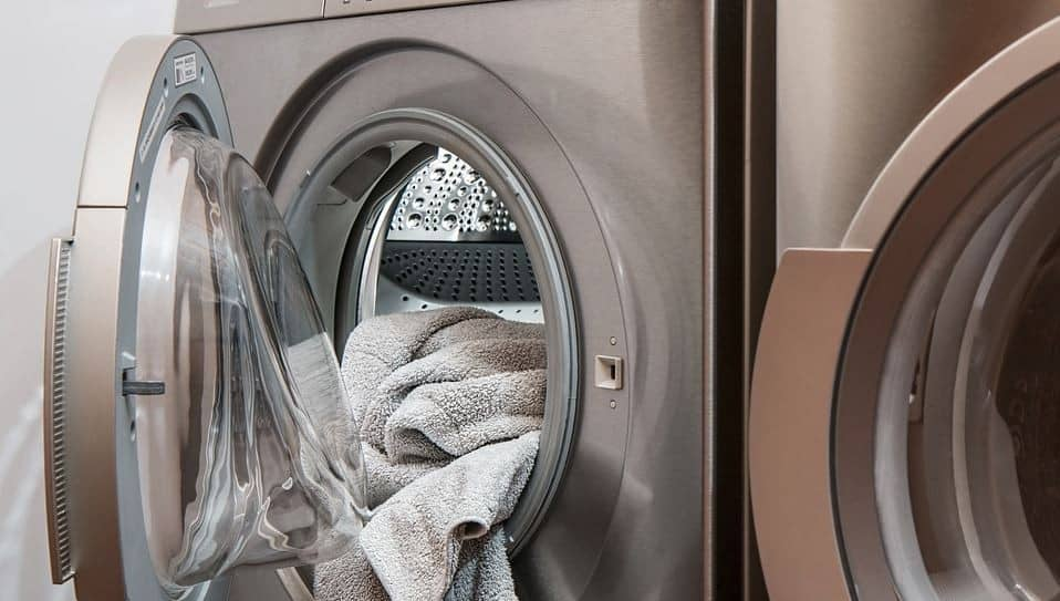 DomPelenPomyslow.pl Jak wykorzystać ocet podczas prania? Te sposoby Cię zaskoczą!