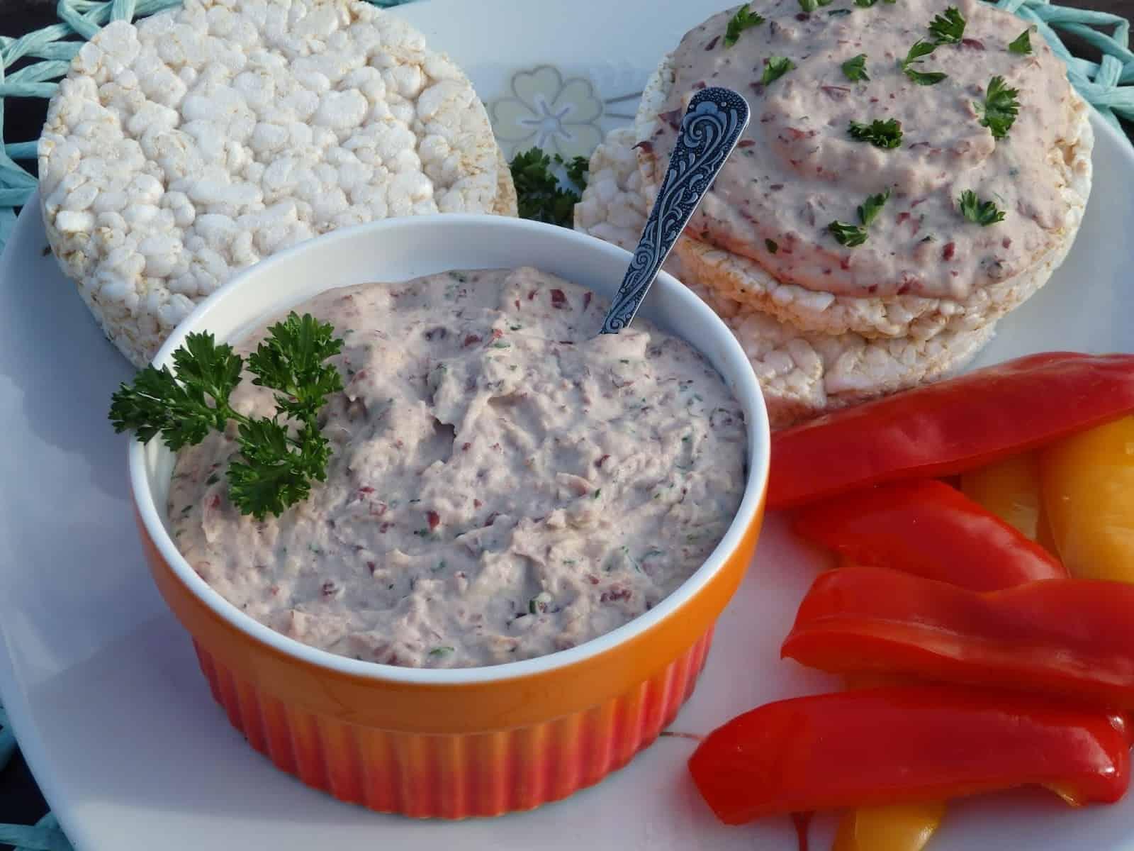 Pasta z czerwonej fasoli i tuńczyka