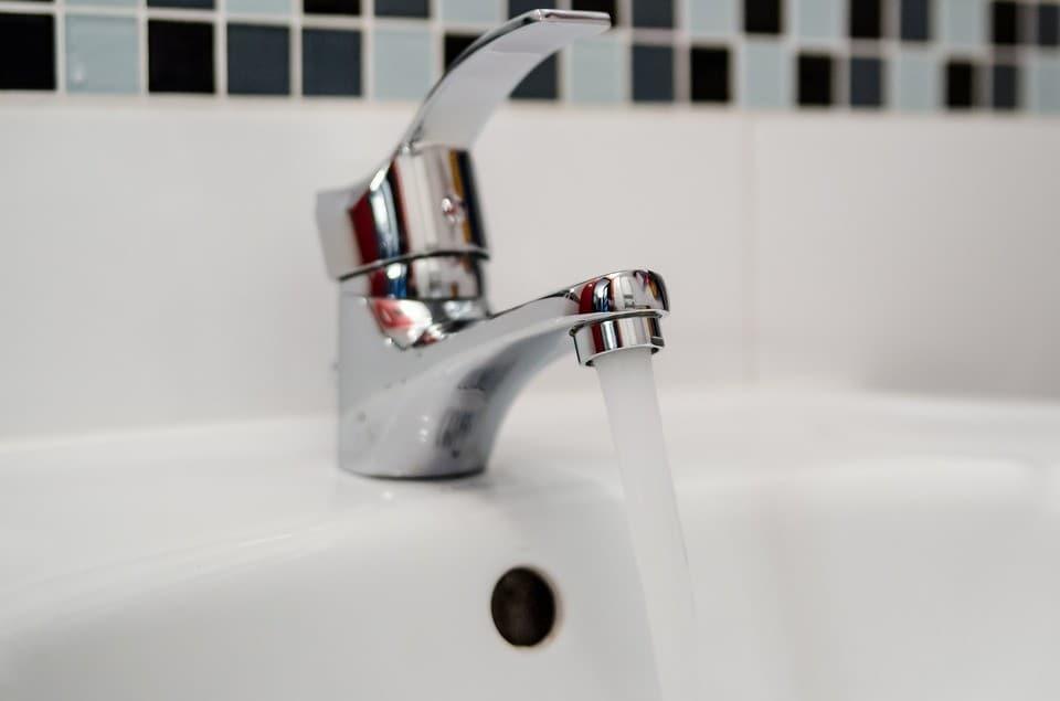 DomPelenPomyslow.pl Pijesz wodę w butelkach? Przez lata cały przemysł ukrywał to przed nami!