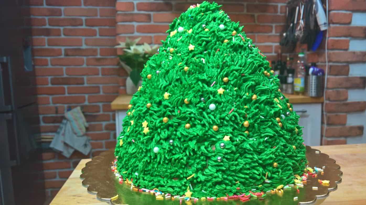 Zobacz jak zrobić tort w kształcie choinki na Boże Narodzenie
