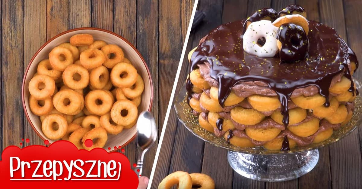 Tort z mini pączków z kremem czekoladowym i czekoladową polewą. Trudno się mu oprzeć!