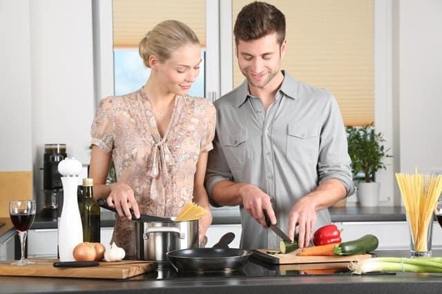 Akcesoria gastronomiczne, które warto mieć w swojej kuchni – Top 5