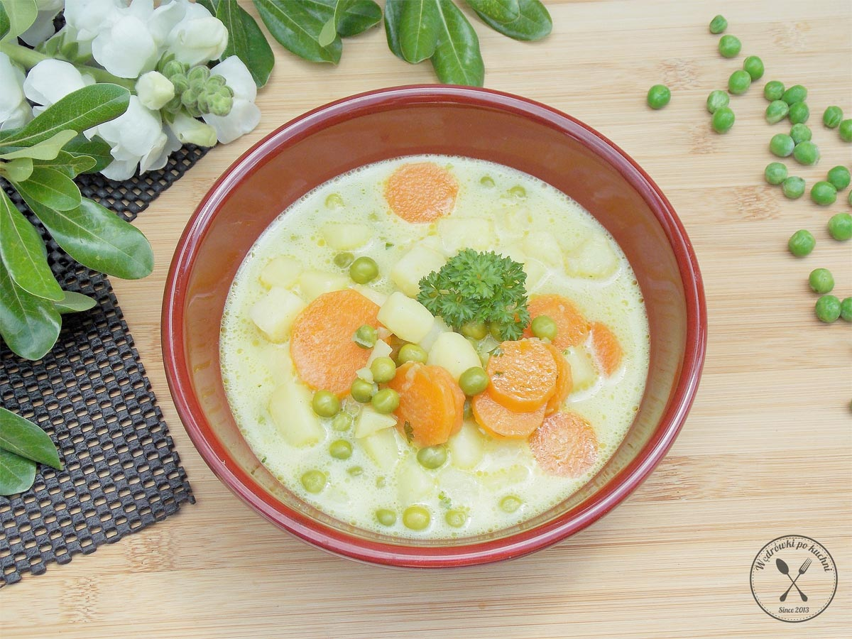 Kremowa zupa z marchewką i groszkiem