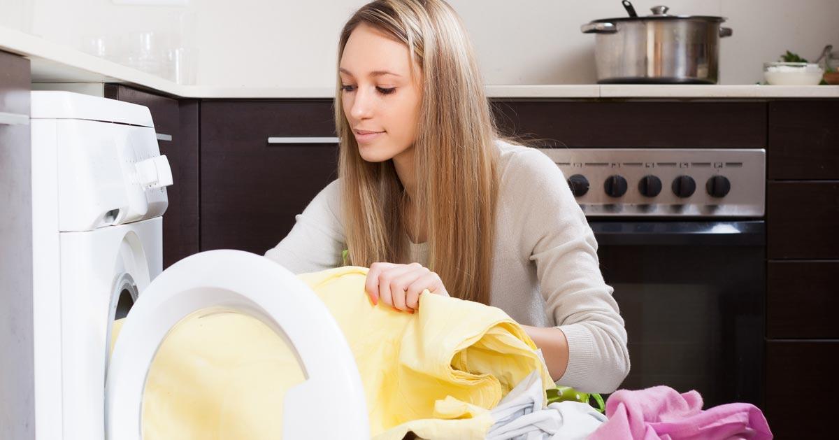 Pralka w kuchni – wady i zalety przeniesienia pralki z łazienki do kuchni
