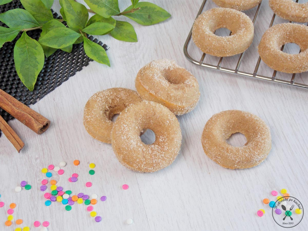 Doughnuts'y cynamonowe pieczone