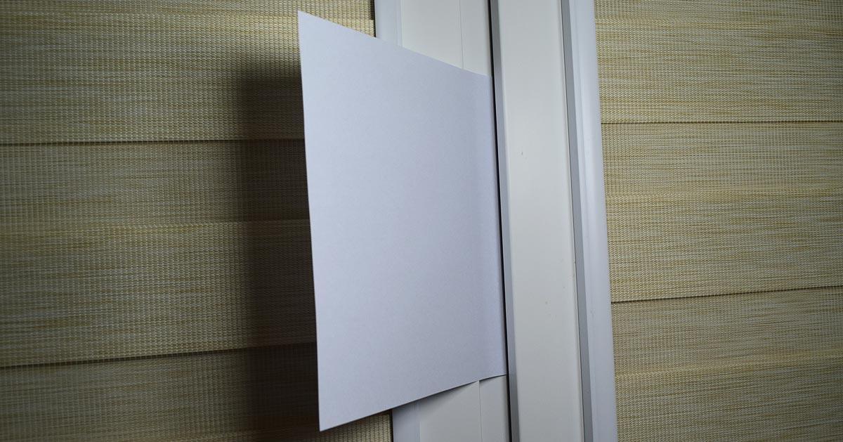 Jak sprawdzić czy uszczelki w oknach są dobre? Wystarczy do tego karta papieru!