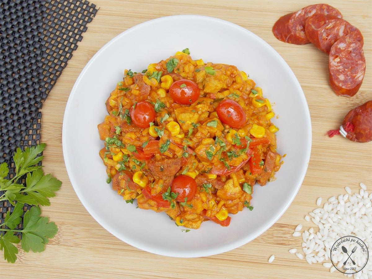 Paella z chorizo i kurczakiem