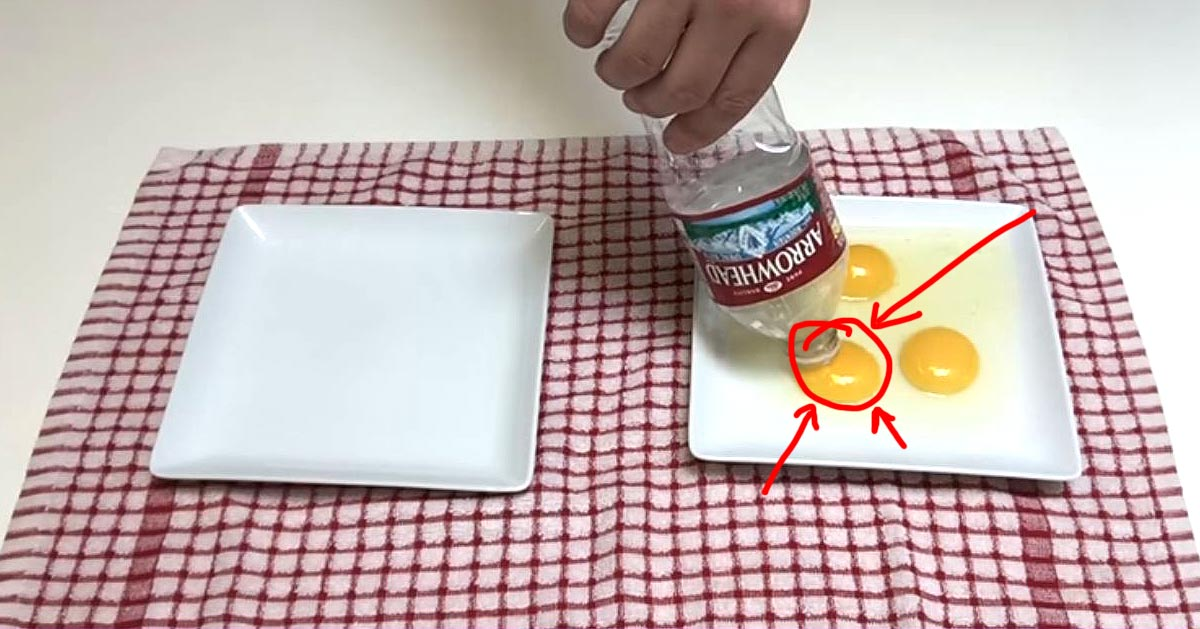 Genialny sposób na oddzielenie żółtka od białka – zawsze będziesz już tak robić!