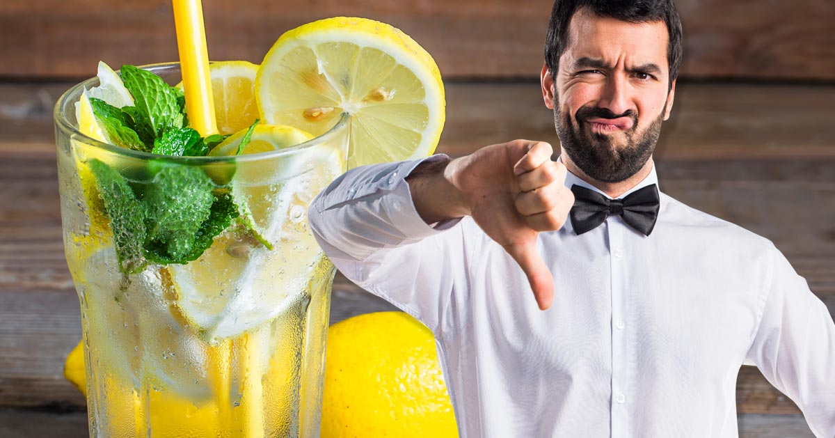 Oto dlaczego nigdy nie powinnaś prosić o wodę z cytryną w restaruacji