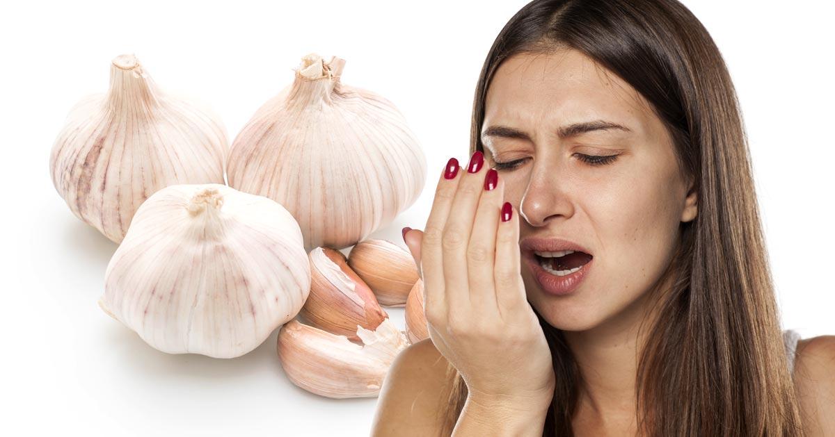 Jak pozbyć się zapachu czosnku z ust