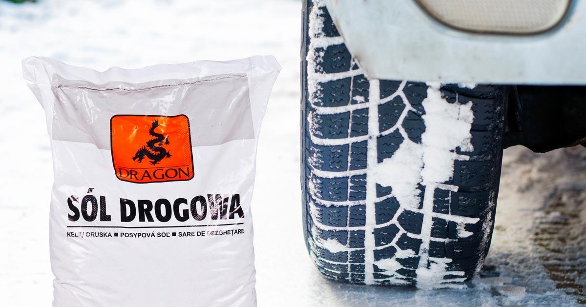Dlaczego zimą warto wozić w bagażniku sól drogową?