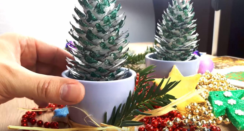 Jak zrobić choinkę z szyszek na Boże Narodzenie?