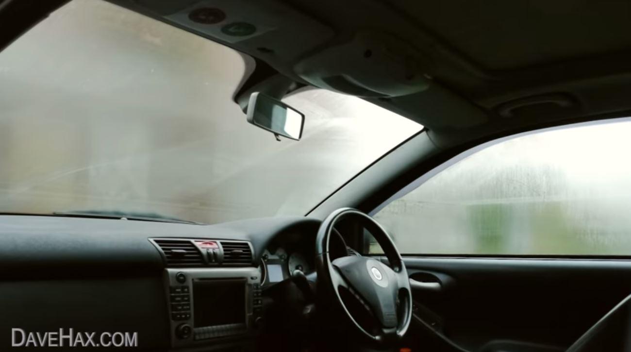 Sposób na zaparowaną szybę w samochodzie