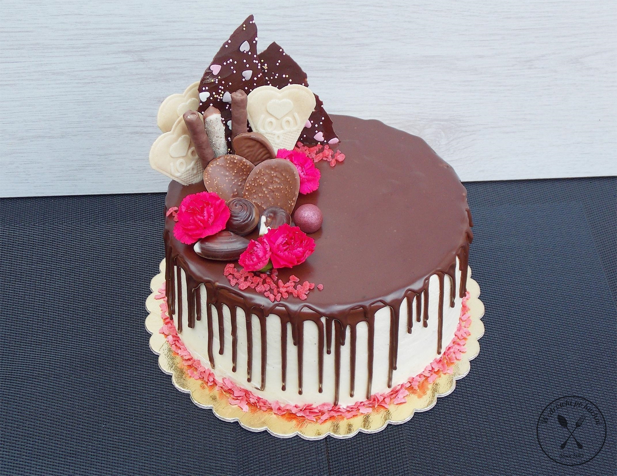 Tort orzechowy w stylu Drip Cake
