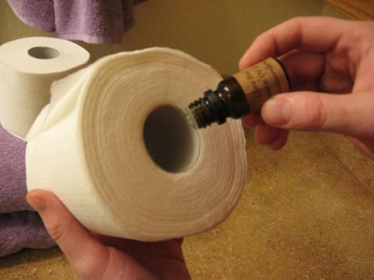 Odświeżacz powietrza do łazienki z rolki papieru toaletowego