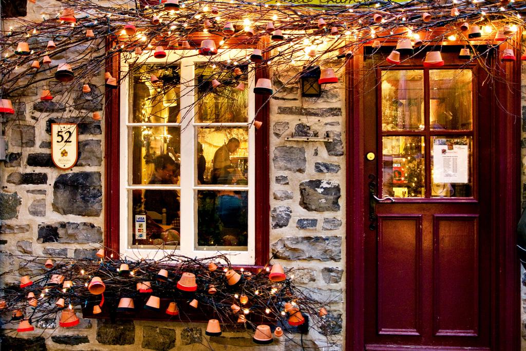 Powitaj Święta już od progu – 5 bożonarodzeniowych dekoracji na drzwi